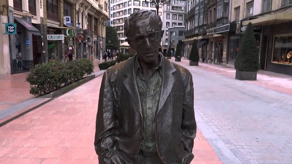 Estatua de Woody Allen en Oviedo. YOUTUBE