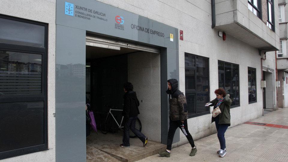 o paro baixa en galicia en persoas en febreiro un 0 88