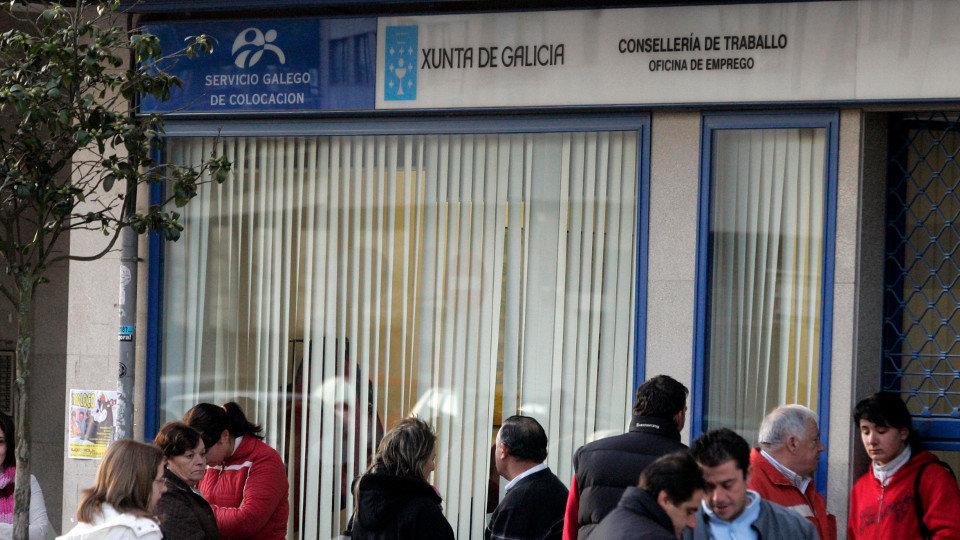 El paro baja en personas en galicia en plena poca for Oficina empleo ourense