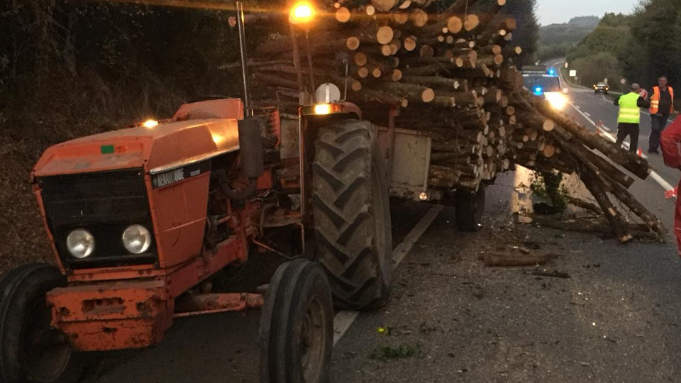 Tractor accidentado en Pol.EP