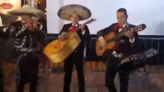 Los mariachis. YOUTUBE