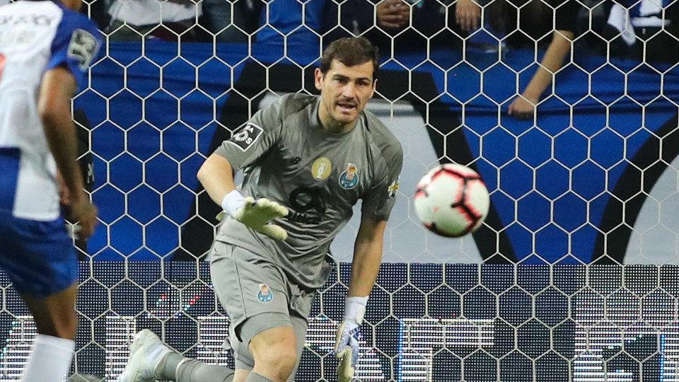 Casillas anuncia su retirada y se pasa a los despachos