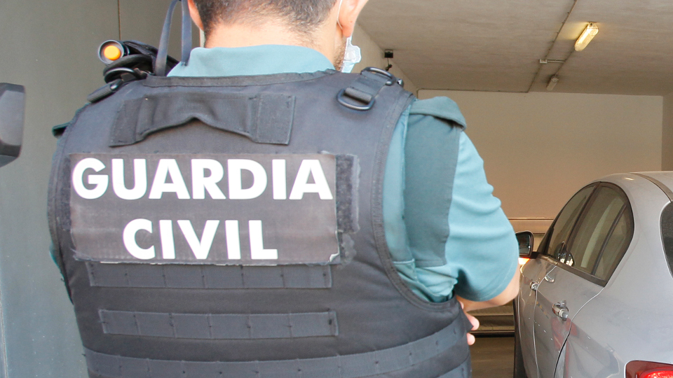 Un axente da Garda Civil, de costas. EUROPA PRESS