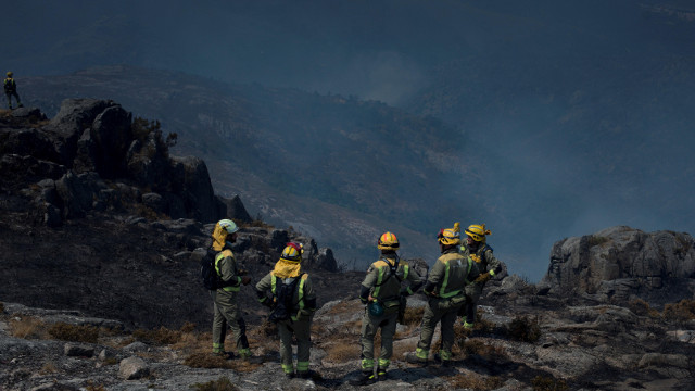 Segue activo o incendio de Lobios tras arrasar unhas 420 hectáreas do Xurés
